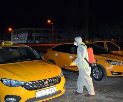 Erciş'te ticari taksi ve toplu taşıma araçları dezenfekte edildi