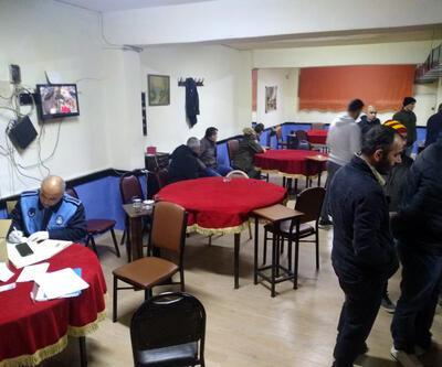 Bağcılar'da yasağa uymayan kahvehaneye ceza kesildi