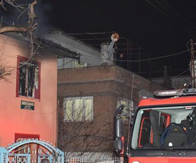 Babasıyla tartışan genç evi ateşe verdi