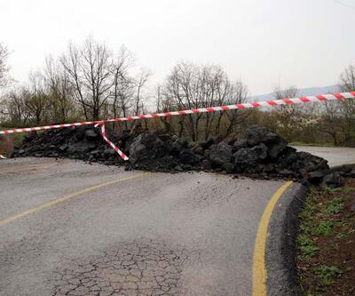 Geçişleri engellemek için jandarma yolu kayalarla kapattı