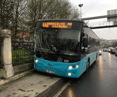 Özel halk otobüsü kaldırıma çıktı