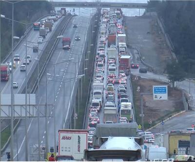 Tuzla'da İstanbul'a giriş - çıkış denetimi; Uzun araç kuyruğu oluştu