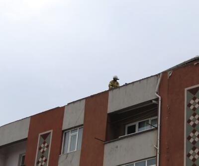 Şiddetli rüzgar nedeniyle çatılar uçtu