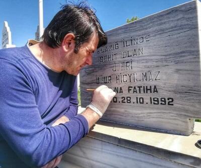 Ziyaret ettikleri şehit mezarının bakım ve onarımını yapıyorlar