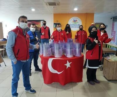 Kırklareli'de gönüllü gençler 'siperlikli maske' üretiyor