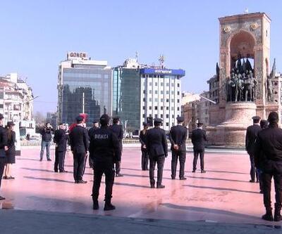 Taksim'de sosyal mesafeli tören