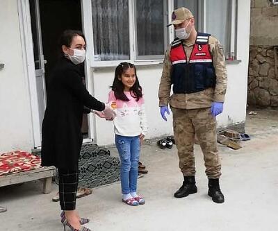 Küçük Cemre Naz kumbarasındaki paralarını kampanyaya bağışladı