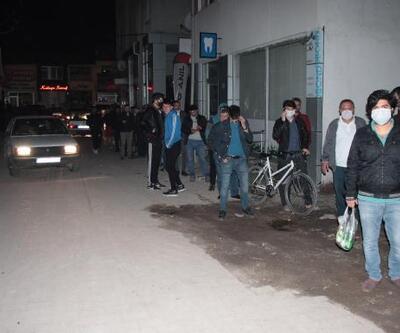 Beyşehir'de sokağa çıkma yasağını duyanlar uzun kuyruklar oluşturdu