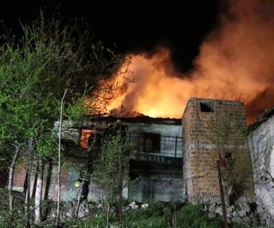 Kullanılmayan evde gece yarısı yangın