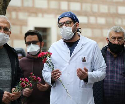 Kovid-19 nedeniyle vefat eden hekim için anma töreni