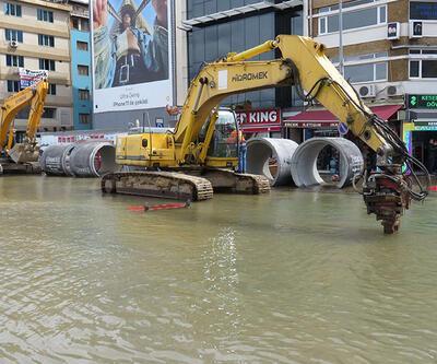 Kadıköy'de cadde göle döndü