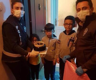 Alaşehir'de 23 Nisan'da doğan çocuklara pastalı sürpriz kutlama