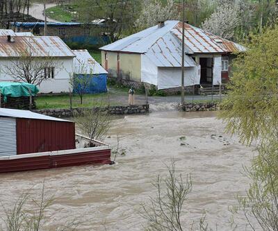 Beytüşşebap'ta 2 köy su altında kaldı