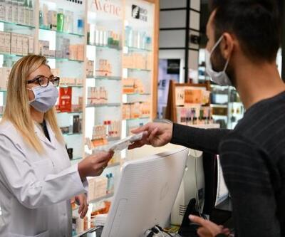 Isparta'da eczanelerde maske dağıtımına başlandı