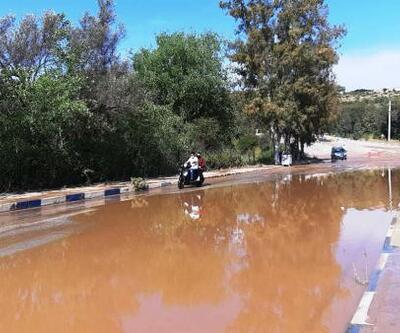 Patlayan su borusu çevreyi göle çevirdi