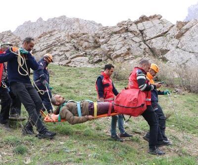 Uçurumdan düşüp yaralanan adam 5 saatte kurtarıldı