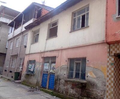 Osmangazi Belediyesi 2 katlı metruk binayı yıktı