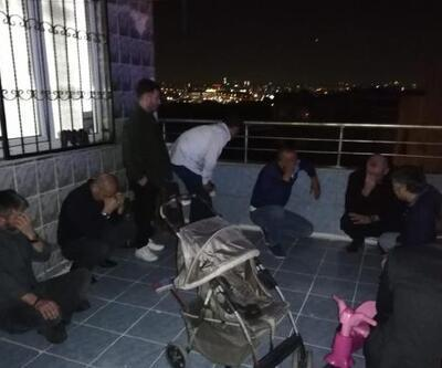 Kumar oynarken yakalanınca çatı katına kaçtılar