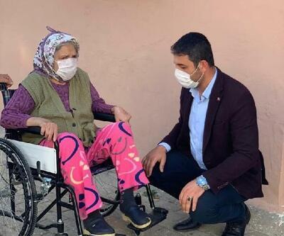Anneler Günü'nde tekerlekli sandalye hediye ederek sevindirdiler