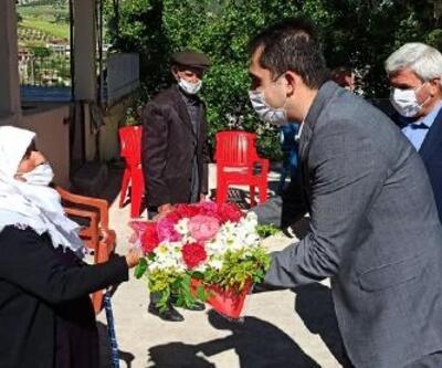 Kaymakamı Akça'dan anneler günü ziyareti
