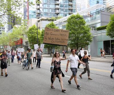Kanada'da salgın önlemlerine karşı 'Bill Gates'li protesto