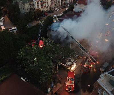İstanbul'da 2 katlı binanın çatısında yangın