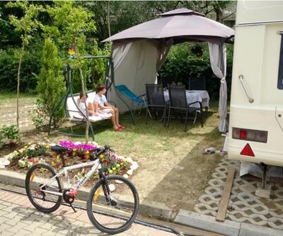 Korona günlerini karavanda geçiriyorlar