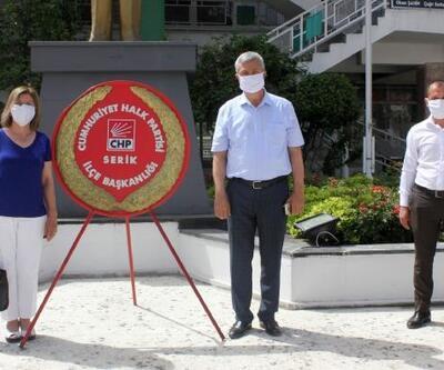 Serik'te CHP'den anıta çelenk