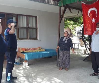 Evinden çıkamayan aileye Türk bayrağı