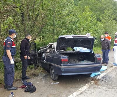 Son dakika... Çay işçilerinin otomobili direğe çarpıp, alev aldı: 3 ölü, 1 yaralı