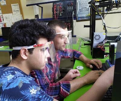 Meslek liseli izci öğrenciler, LGS Sınavında kullanılmak üzere siper maske üretti