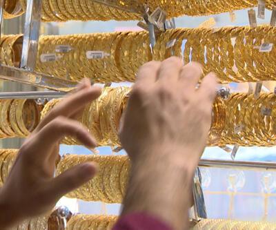 Yaşlı kadının 250 bin liralık altınlarını çaldılar