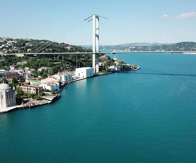 İstanbul Boğazı turkuaza döndü