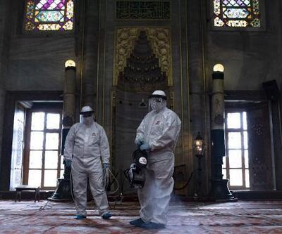 Sultanahmet Camii ilk Cuma namazı için dezenfekte edildi