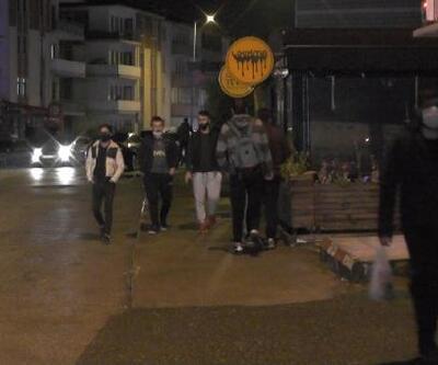 Kısıtlama bitti, gece yarısı sokaklar doldu