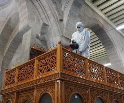 Kayseri'de camiler dezenfekte edildi