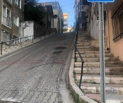 El freni tam çekilmeyen otomobil, merdivenlere uçtu
