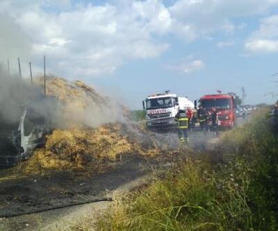 Alev alan saman yüklü kamyon kullanılmaz hale geldi