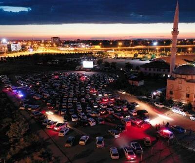 Aksaray'da otomobille 'açık hava sineması' etkinliği