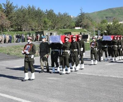 Hakkari'de şehit 2 asker, törenle memleketlerine uğurlandı