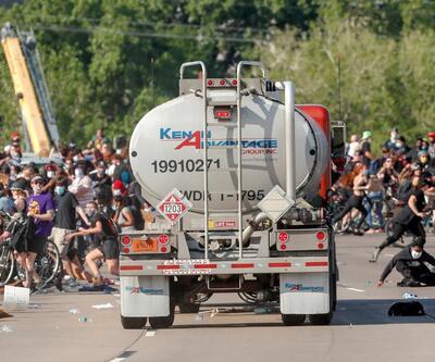 ABD'de korku dolu anlar: Tanker sürücüsü, aracını protestocuların üzerine sürdü