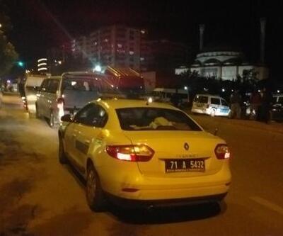 Kırıkkale'de silahlı kavgada 5 kişi yaralandı, şüpheliler kaçtıkları minibüsle 2 polise çarptı