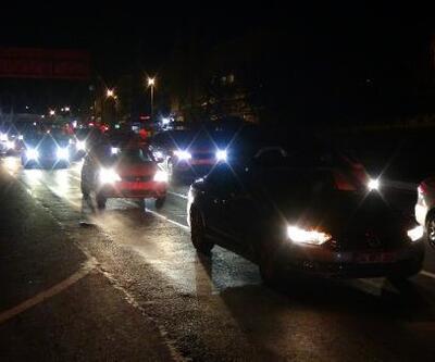 Silivri'de seyahat kısıtlamasının kalkmasıyla trafik yoğunluğu oluştu