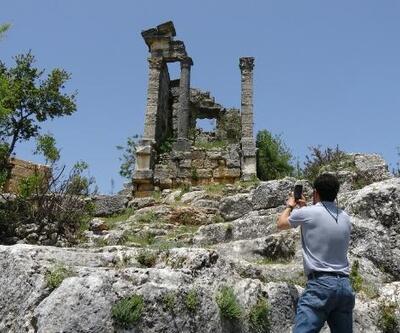 Roma zenginlerinin anıt mezarları zamana direniyor