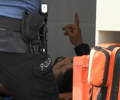 Fatih'te bıçaklı kavga sonrası yaşanan arbede kamerada
