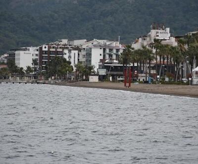 Marmaris'te yağmur ve rüzgar, deniz keyfine engel oldu