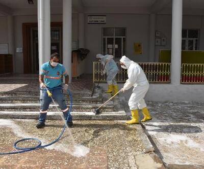 Ceyhan'da ibadethaneler dezenfekte edildi