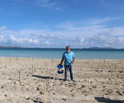 Çeşme Ilıca Plajı'na 'sosyal mesafe halatları' çekildi