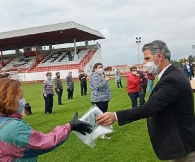 Spor yapmak için stada gelenlere maske ve havlu dağıtıldı