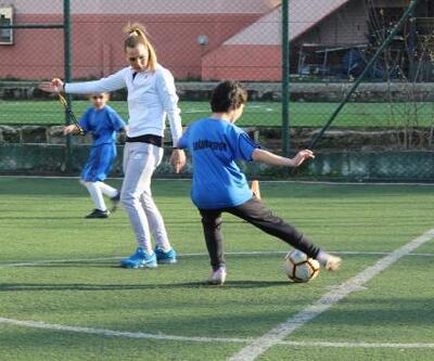 Sokak aralarında tanıştığı futbolda antrenör oldu